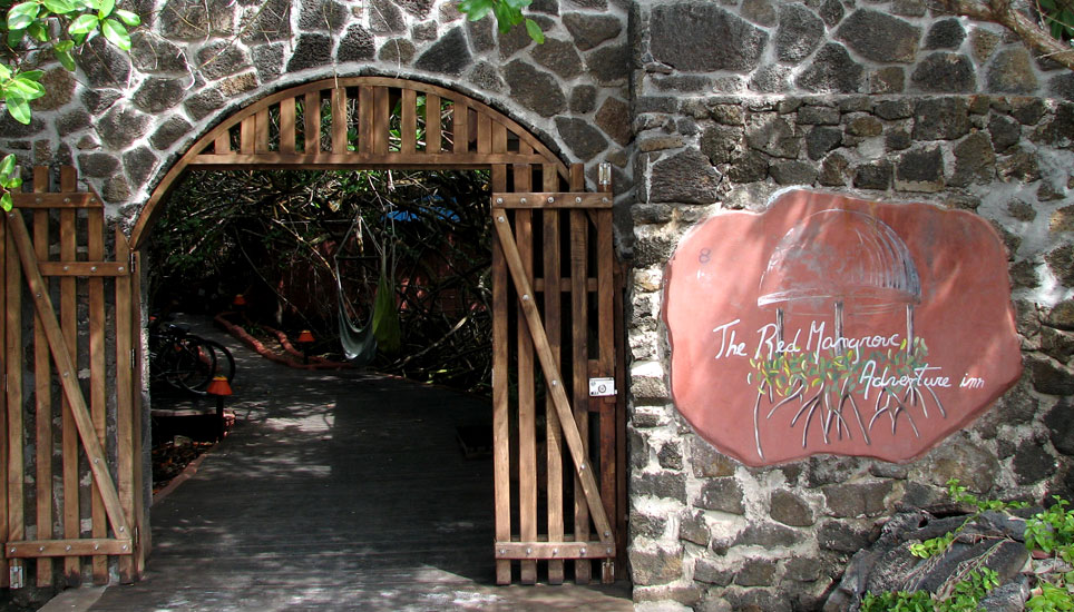 Red Mangrove Aventura Lodge entrance