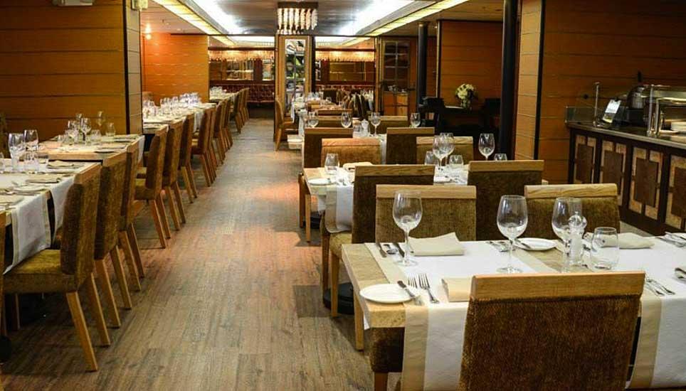 Silver Galapagos dining room