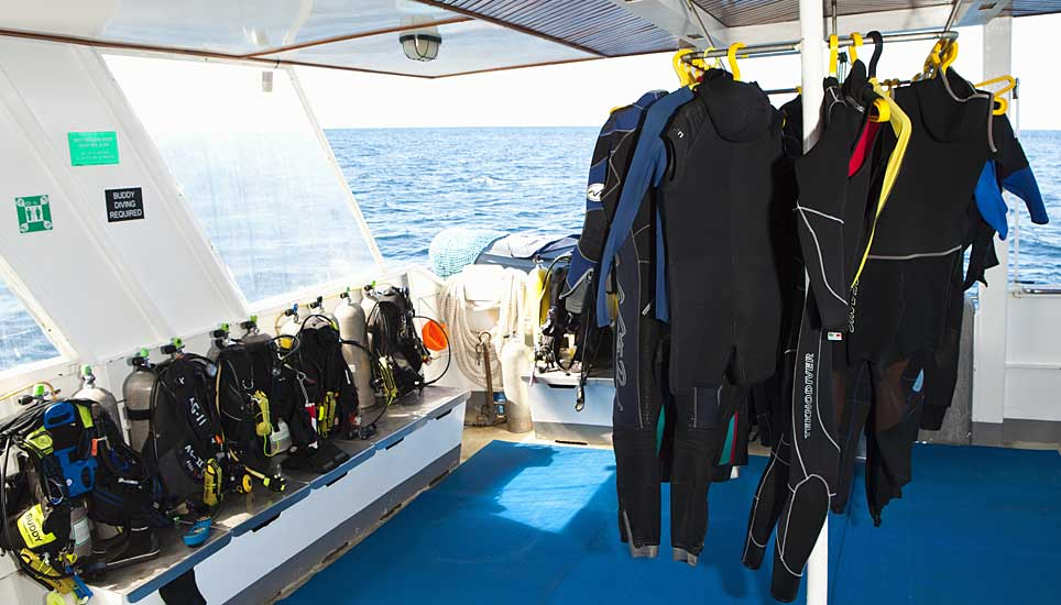 Galapagos Aggressor diving rigs & wetsuits