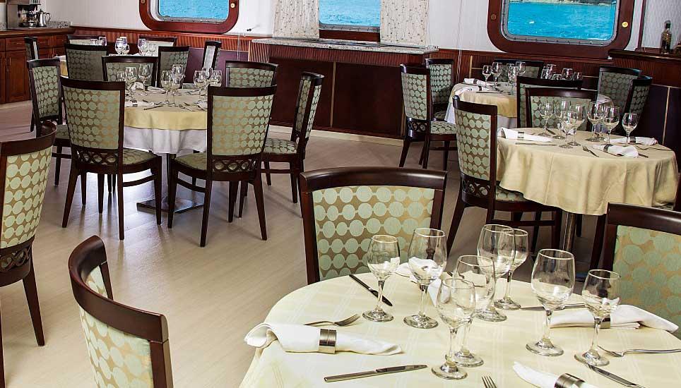 MV Isabela II dining